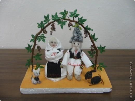 Мы занимались изготовлением молдавских сувениров. Ученицы работали в парах. Техника смешанная (мягкая игрушка и бисероплетение). У нас создана целая коллекция таких сувениров.  (Млодавский танец.) фото 5