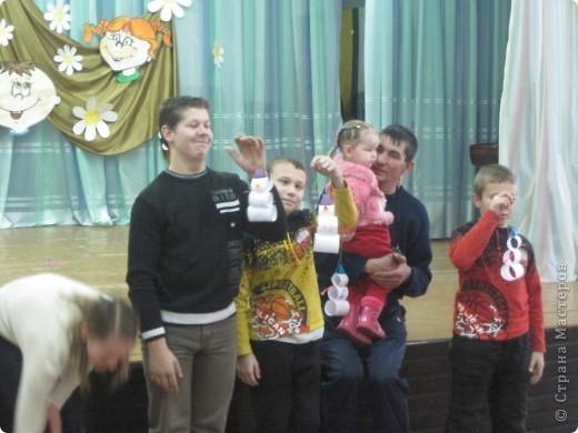 4-го декабря у нас в Центре детского творчества состоялся праздник для детей с ограниченными возможностями. Деткам был предложен небольшой концерт, выступали учащиеся ЦДТ. Затем педагоги провели мастер-классы по бисероплетению, ИЗО, мягкой игрушке из поролона, по изготовлению панно из салфеток и я проводила МК по оригами. Конечно, для детей это был и праздник, и возможность научиться что-то сделать своими руками и, безусловно, показать своё творчество. фото 2