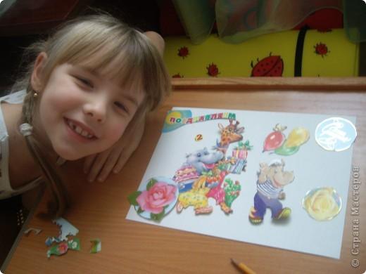 Решили с Настей для младшей Алены подготовить подарок на день рождения, который будет через пару недель. Для начала выбрали понравившиеся картинки на открытках, обложках... и вырезали их. фото 3