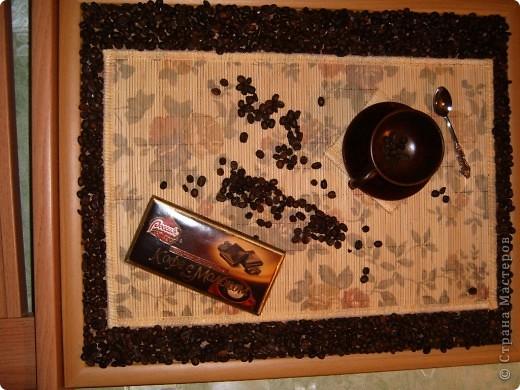 Ароматная  кофейная  картина. можно  украсить стену ,а  можно  стол (все  настоящее.чашечка  деревянная,для  легкости)