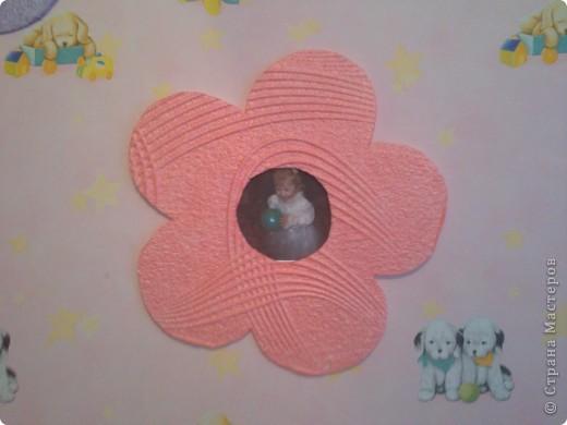 люстра в детской украшена цветами и бабочками. фото 4