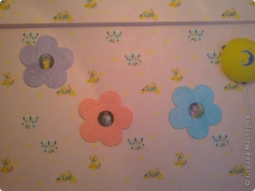 люстра в детской украшена цветами и бабочками. фото 5