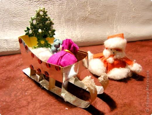 На Новый год мы делаем много подарков. Их желательно красиво упаковать, но упаковку  не все будут хранить (опыт подсказывает). Вывод ее нужно украсить при минимальных затратах.  фото 8