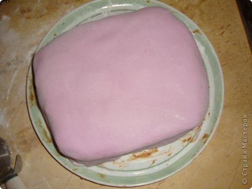 Делала ко дню рождения тортик, решила поснимать процесс. А так как готовки было очень много, тортик вышел простенький и быстрый. Сделать такой можно буквально за час. фото 7