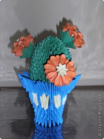 Вот такой кактус сделала моя 12-ти летняя дочь Александра для своей любимой учительницы.  Хочу сказать большое спасибо всем тем кто размещает на страницах этого сайта мастер классы. СПАСИБО!!!