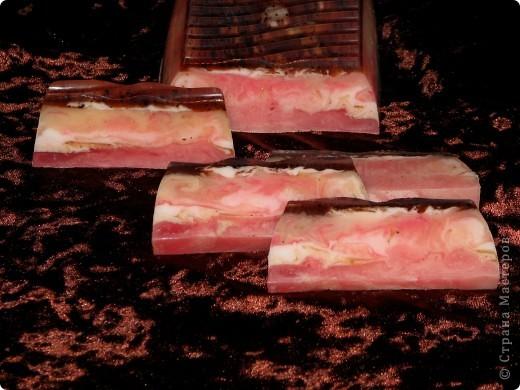 """Мыло """"Розовый мрамор"""" Мои первые свирлы... Масло репейное с ромашкой, масло кокоса, эфирные масла лимона, апельсина, грейпфрута. С добавлением какао и шоколада. фото 1"""