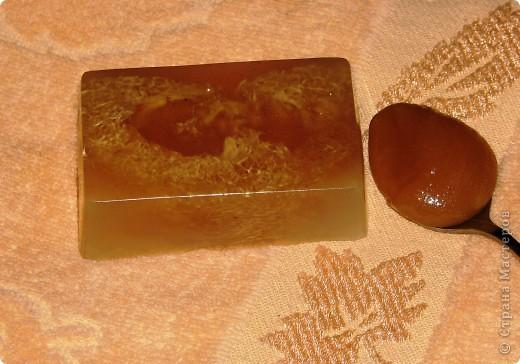 """Мыло """"Мед с молоком"""" Масло календулы, натуральный мед и молоко делают кожу изумительно нежной и увлажненной. Люфа (природная мочалка) мягко массирует. Аромат свежайшего меда!"""