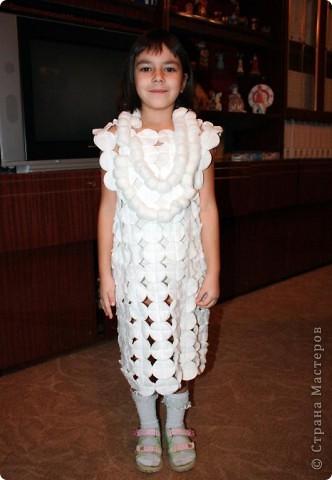 Дочь Маруся в костюме Нюши из Смешариков. Делала из папье-маше, шляпа украшена в технике торцевания. фото 2