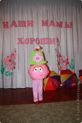 Дочь Маруся в костюме Нюши из Смешариков. Делала из папье-маше, шляпа украшена в технике торцевания. фото 1