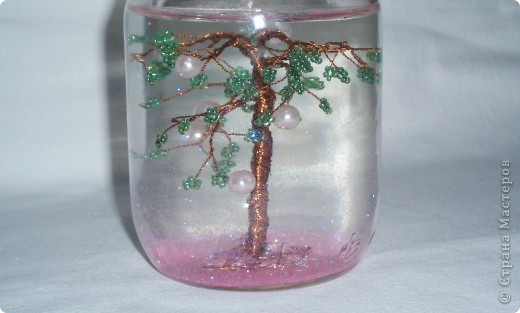 Я решила сделать Новогоднее дерево, т.к. сейчас зима и приближается Новый год. Это дерево я сделала на примере вот этого http://stranamasterov.ru/node/116740 . фото 1