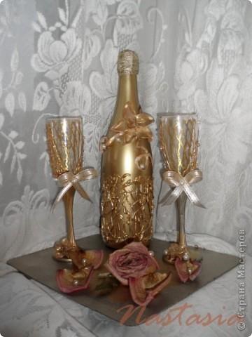 Бокалы, делала на свадебные торжества. Материалы: пластика, краска акриловая, ленты, бисер. фото 3