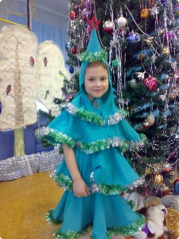 вот такая ёлочка блистала на новогоднем празднике в детском саду.