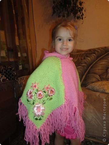 Пончо для племянницы, дочь моя только в качестве модели фото 2