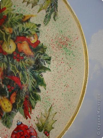 новогодняя:) салфетка, акриловые краски, лак. фон пыталась сделать разноцветный, но не оч видно на фото. разводила краску жидко, наносила на зубную щетку и брызгала фото 2