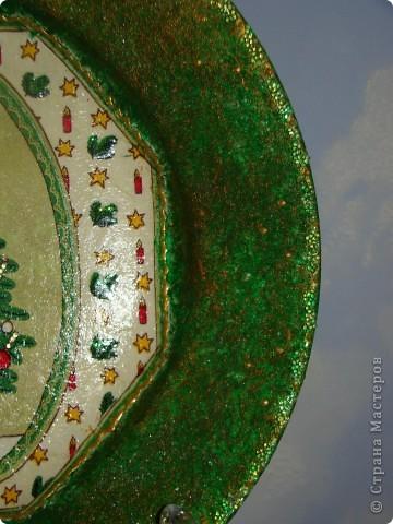 новогодняя:) салфетка, акриловые краски, лак. фон пыталась сделать разноцветный, но не оч видно на фото. разводила краску жидко, наносила на зубную щетку и брызгала фото 4