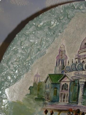 новогодняя:) салфетка, акриловые краски, лак. фон пыталась сделать разноцветный, но не оч видно на фото. разводила краску жидко, наносила на зубную щетку и брызгала фото 8