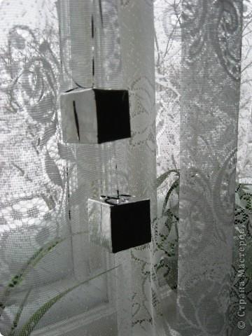 Эти новогодние кубики я увидела на новогодней ёлке и тогда ещё решила, что обязательно себе сделаю. Так прошло 2 года. Фотографировать их очень трудно, т. к. отсвечивают. фото 3