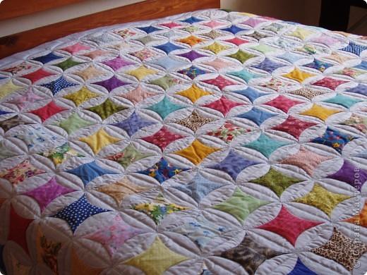 Очередное покрывало на нестандартную двухспальную кровать в стиле пэчворк ,но по очень интересной технологии! фото 1