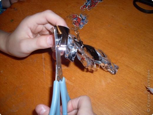 режем полоски из фольги и сгибаем по полам фото 2
