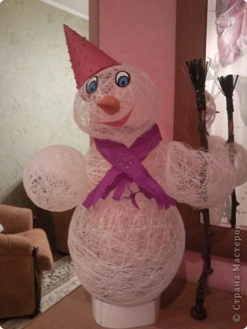 Вот в таком наряде наш Снеговик-Весельчак, завтра поедет в Кирюшин дет.сад. фото 1