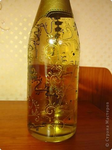Выложила новую (доработанную) украшенную бутылочку. Сделать ее достаточно просто. Фоток много выложила, чтоб лучше рассмотреть можно было.. фото 2