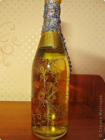 Выложила новую (доработанную) украшенную бутылочку. Сделать ее достаточно просто. Фоток много выложила, чтоб лучше рассмотреть можно было.. фото 5