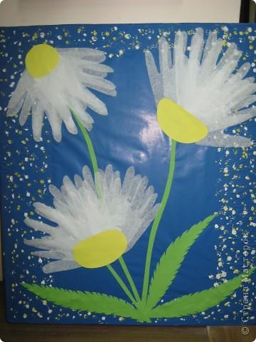 Работу выполнили из детских ладошек к празднику День матери. Спасибо Светлане Новицкой.