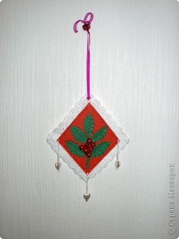 В предверии Нового года решила попробовать сделать маленькие украшения из фетра. фото 2