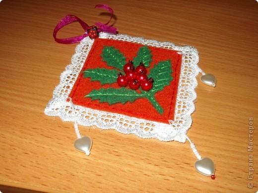 В предверии Нового года решила попробовать сделать маленькие украшения из фетра. фото 3