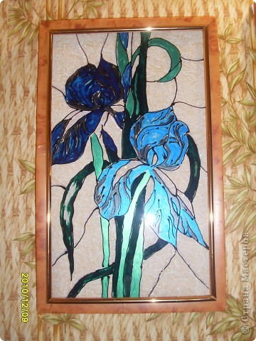 Для витража использовала витражные краски, получились вот такие веселые ирисы. фото 3