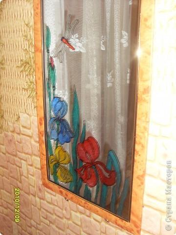 Для витража использовала витражные краски, получились вот такие веселые ирисы. фото 1