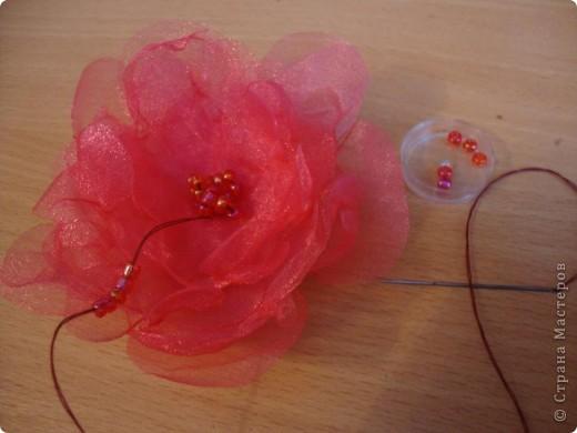 Нужно было сделать цветочек для платья. Идею стащила здесь: http://www.reesedixon.com/2009/03/organza-flowers.html Там на английском, поэтому поясню немного.  фото 5