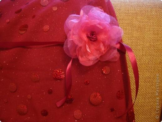 Нужно было сделать цветочек для платья. Идею стащила здесь: http://www.reesedixon.com/2009/03/organza-flowers.html Там на английском, поэтому поясню немного.  фото 1