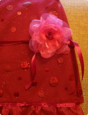 Нужно было сделать цветочек для платья. Идею стащила здесь: http://www.reesedixon.com/2009/03/organza-flowers.html Там на английском, поэтому поясню немного.  фото 6