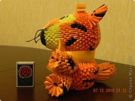 Этого тигра сотворила моя ученица Марина Тараканова. Она сделала подарок маме на день рождения. Мама родилась в год тигра.  фото 2