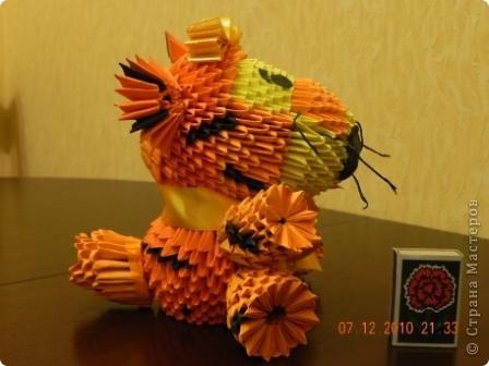 Этого тигра сотворила моя ученица Марина Тараканова. Она сделала подарок маме на день рождения. Мама родилась в год тигра.  фото 3