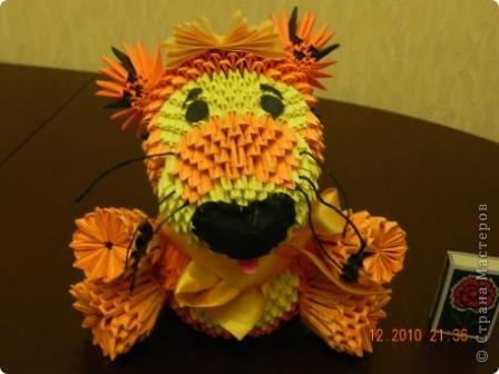Этого тигра сотворила моя ученица Марина Тараканова. Она сделала подарок маме на день рождения. Мама родилась в год тигра.  фото 4