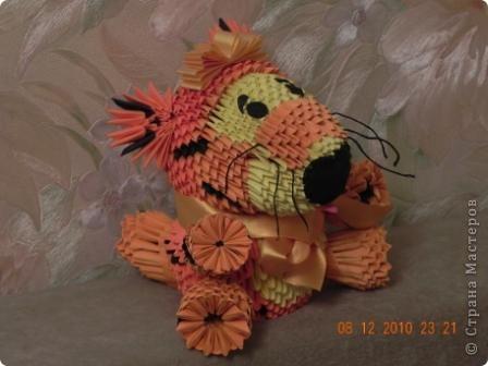 Этого тигра сотворила моя ученица Марина Тараканова. Она сделала подарок маме на день рождения. Мама родилась в год тигра.  фото 5