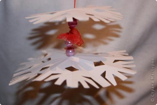 Вырезать 4 снежинки примерно одинакового рисунка, но разной формы. от большей к меньшей фото 5