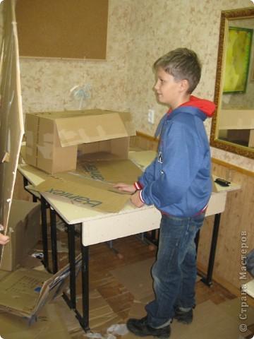 Сделали мы с ребятами и активными родителями елочку для украшения класса. Работа выполнялась в течение 3х встреч. фото 3