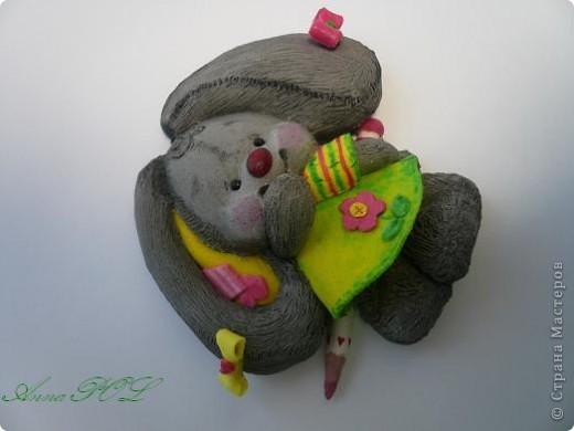 Зайка-девочка с карандашиком фото 2