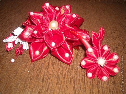"""""""Невеста"""". Заколочки появляются и с ними рождаются имена:) Девочки, ссылочки на сложение ленточек не даю, потому что придумала как складывать и сами цветочки-сама. Просто крутила ленты так и эдак и фантазировала. Начиналось с канзаши, а потом фото 7"""