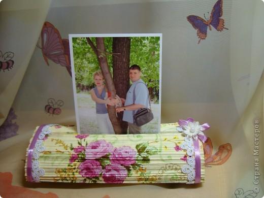После изготовления свечек из журналов , пришла идея изготовить вот такой держатель-подставку для фото. фото 6