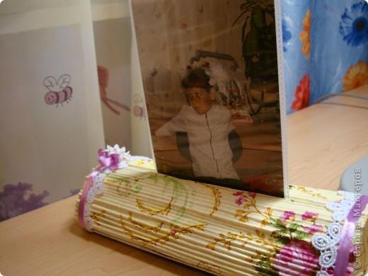 После изготовления свечек из журналов , пришла идея изготовить вот такой держатель-подставку для фото. фото 9