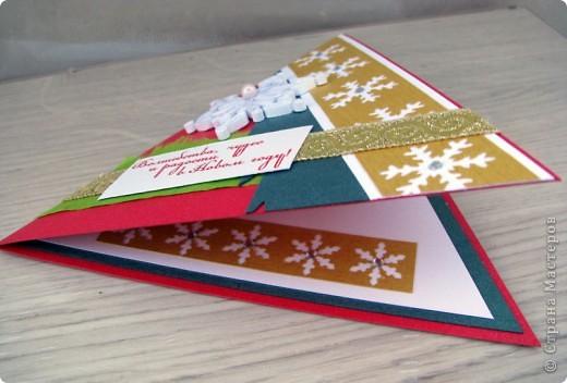 вот такая серия треугольных открытиок у меня получилась. Использовала цветной дизайнерский картон, фигурные дыроколы, тесьма, стразы, контур по стеклу и верамике. фото 2