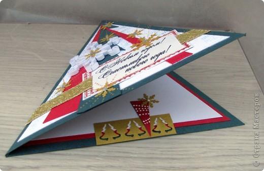 вот такая серия треугольных открытиок у меня получилась. Использовала цветной дизайнерский картон, фигурные дыроколы, тесьма, стразы, контур по стеклу и верамике. фото 4