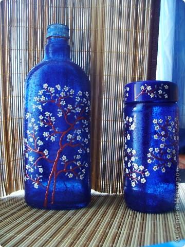 баночка и скляночка. бутылочка уже приспособлена под святую водичку, в баночке уголь для ладана фото 1