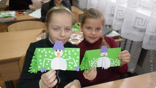 детки очень стараются сделать новогоднюю открытку фото 14