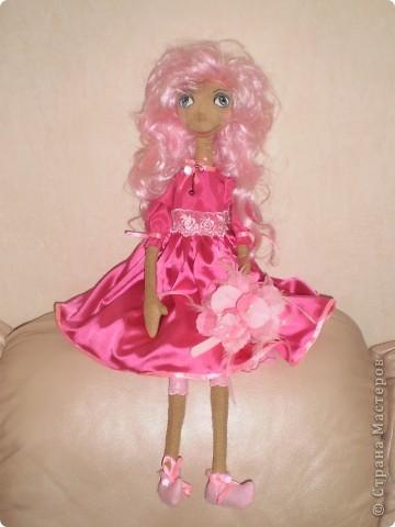 Кукла 65 см. Сшита как примитив с круглой головой из 4 клиньев, тело из фланели , покрашена кофе с корицей.  фото 3