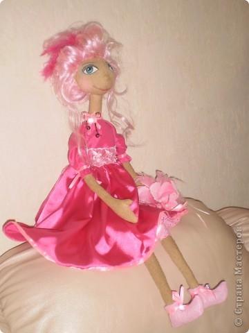 Кукла 65 см. Сшита как примитив с круглой головой из 4 клиньев, тело из фланели , покрашена кофе с корицей.  фото 4